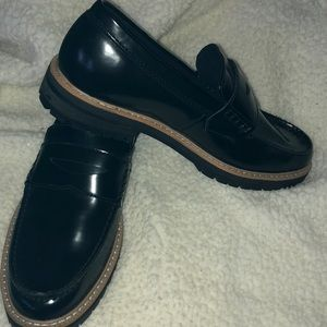 New H & M penny lug sole loafer. Black size 40